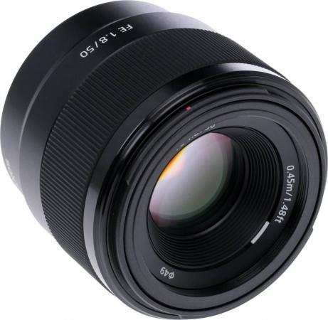 Объектив Sony SEL 50мм f/1.8 объектив sony selp28135