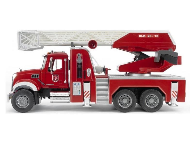 Пожарная машина Bruder Mack с выдвижной лестницей и помпой 1 шт 60 см красный 02821