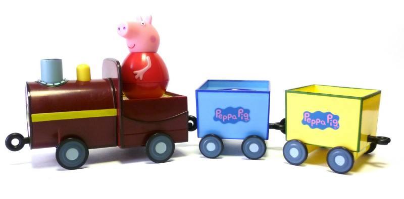 Игровой набор Peppa Pig Поезд Пеппы неваляшки с фигуркой Пеппы 28793 peppa pig игровой набор космический корабль пеппы