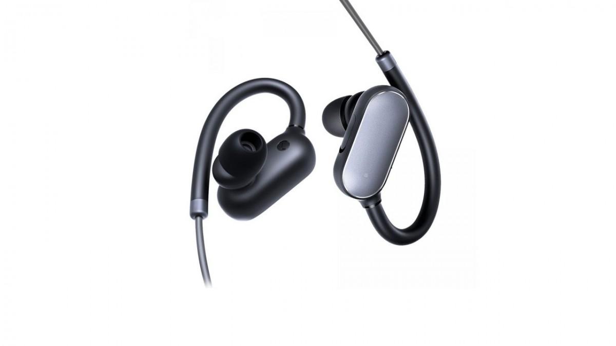 Наушники (гарнитура) Xiaomi Mi Sports Bluetooth Earphones Black Беспроводные / Вставные с микрофоном / Черный / 88 дБ / Двустороннее / до 7 ч / Bluetooth xiaomi mi earphones basic black zbw4441gl