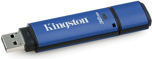 Фото - USB флешка Kingston DataTraveler Vault Privacy Datalocker 32Gb Blue (DTVP30DM/32GB) USB 3.0 / 250 Мб/с / 40 Мб/с usb флешка kingston hx savage 64gb black hxs3 64gb usb 3 1 350 мб cек 180 мб cек